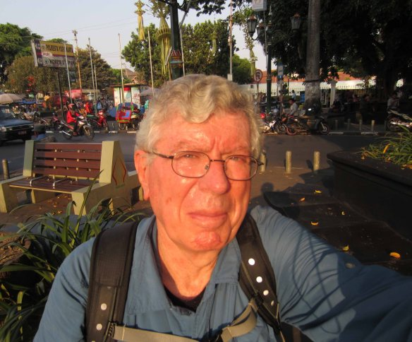 Looking into the setting sun at the bottom end of Malioboro. I'm about halfway through the walk.