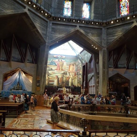 1Jesus_Basilica interior